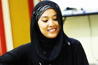 Penyanyi, Shila Amzah akui dilema yang dialaminya sejak 2 bulan lalu akhirnya berakhir apabila dia mula berhijrah dan mengenakan hijab sejak 4 Ogos lalu. Malah, dia kini bersyukur kerana diberikan hidayah dari Allah dalam usia yang muda iaitu ketika usinya bakal mencecah 22 tahun pada 13 Ogos ini.