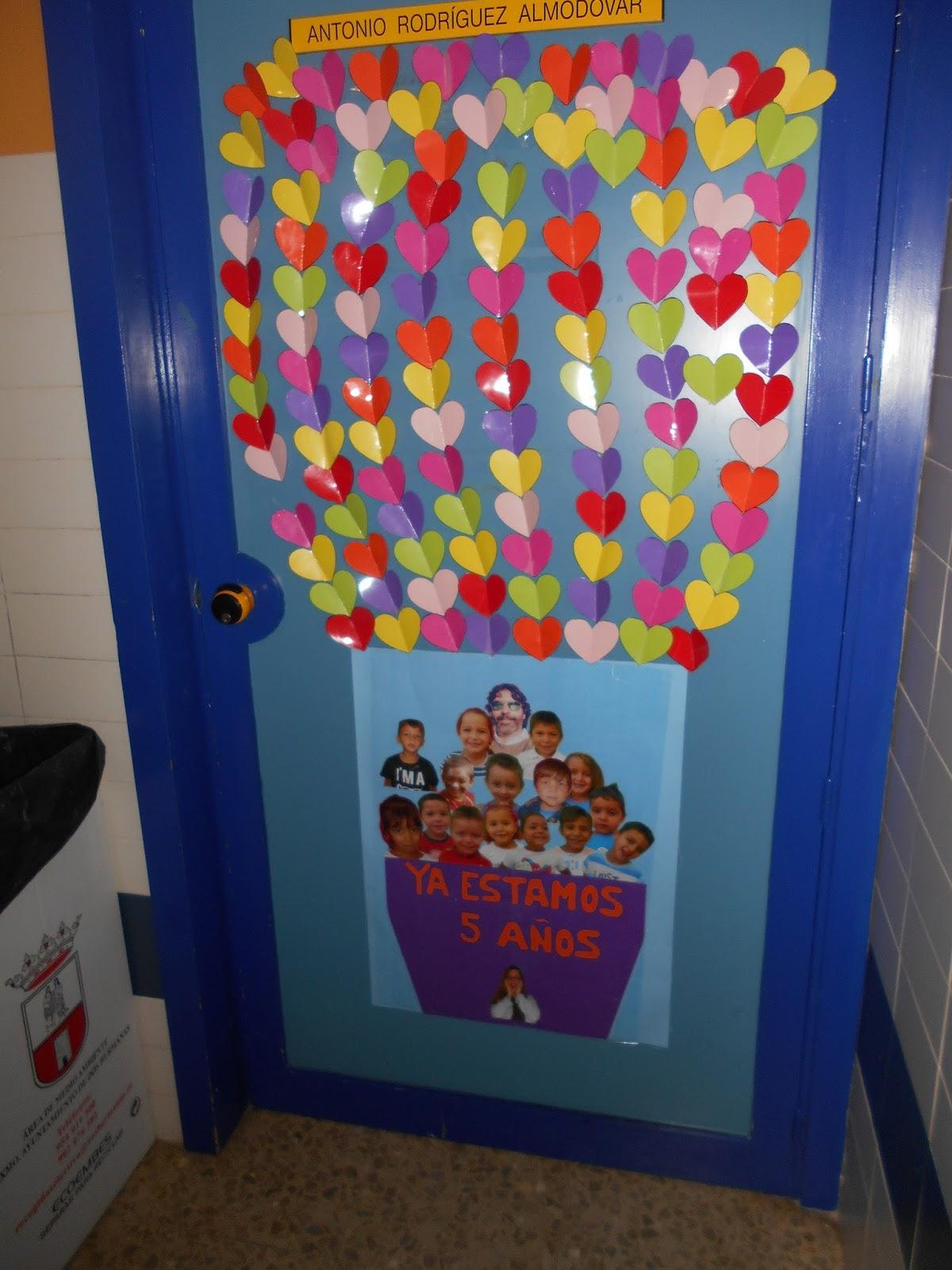 Decoraci n de las aulas los valientes de ibarburu for Decoracion puerta aula infantil