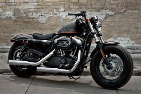 Harley Davidson IRON 885