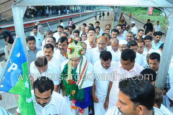 Cherkalam Abdulla, Reception, Railway station, Muslim league, Kasaragod, Kerala, Malayalam news, Kasargod Vartha, Kerala News, International News, National News, Gulf News, Health News, Educational News, Business News, Stock news, Gold News