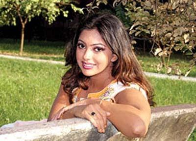 http://2.bp.blogspot.com/-ysEhNqWKeGU/T0tw_7cVHKI/AAAAAAAAAeI/uIQ6bl7cDWI/s1600/dhallywood-film-actress-nipun.jpg