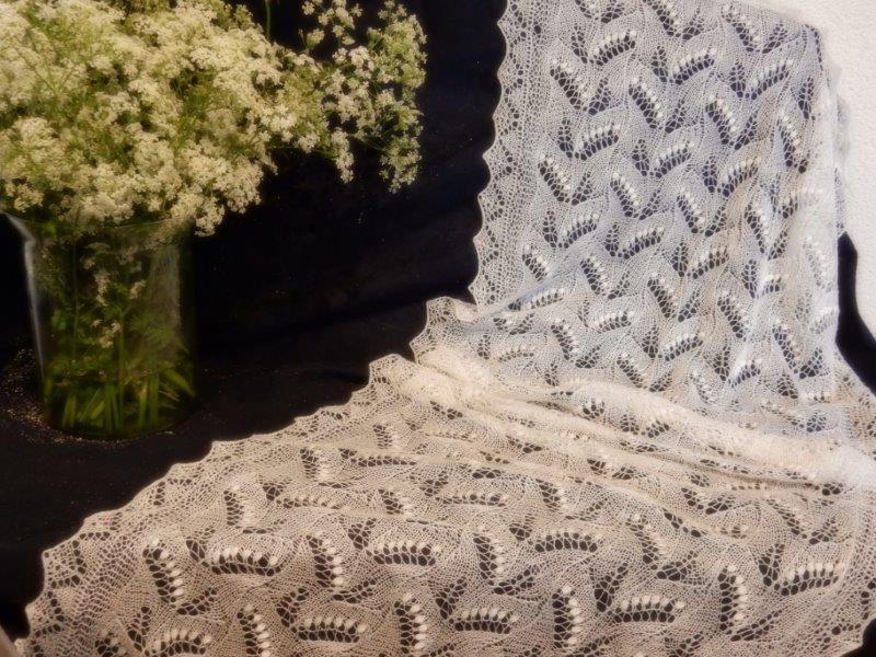 NIEUW te koop: Off white/ecru merino silk shawl.