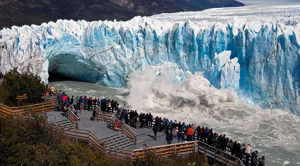 Καταρρέει ο τεράστιος παγετώνας Perito Moreno στην Αργεντινή (Βίντεο)