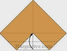 Bước 3: Gấp cạnh dưới tờ giấy lên trên.