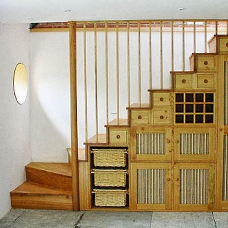 Qu colocar en el espacio debajo de las escaleras casas for Decoracion piso bajo