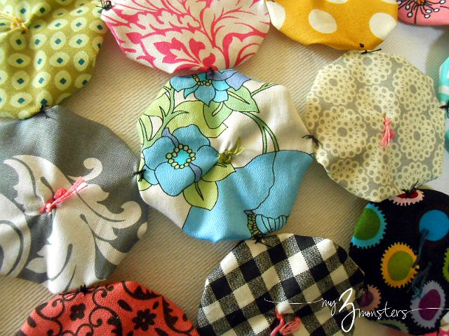 what to do with fabric yo yos, yo yos, pillow cover tutorial, do it yourself pillow cover