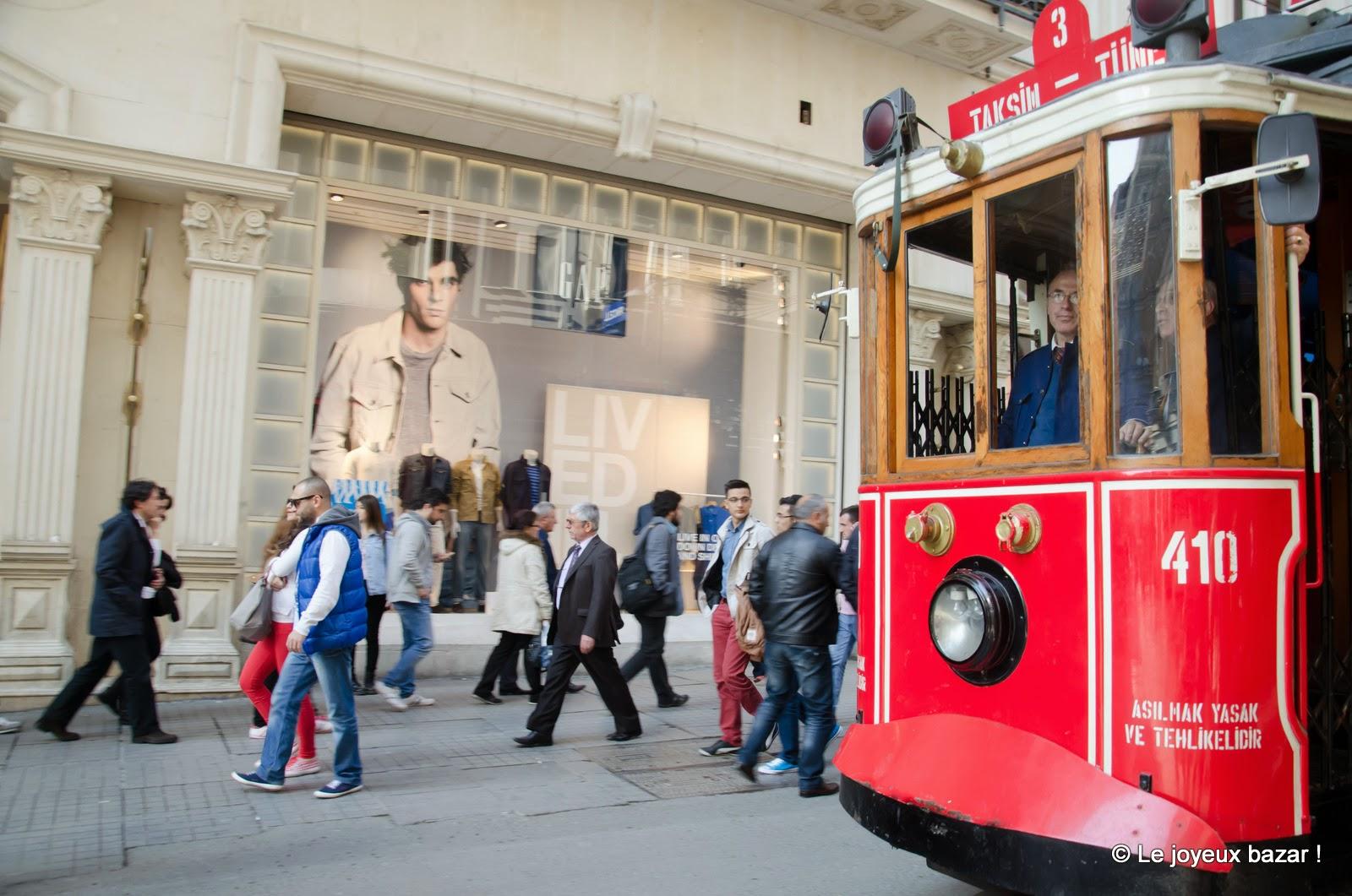 Istanbul - quartier de Beyoglu - tramway