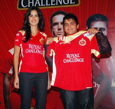 katrina kaif meets royal challengers fans pics
