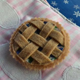 mini felt pie
