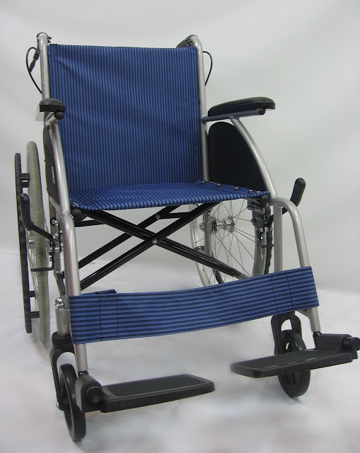 Kerusi roda amat ringan 特轻轮椅 Super lightweight wheelchair ( net weight 10kg to 12kg )