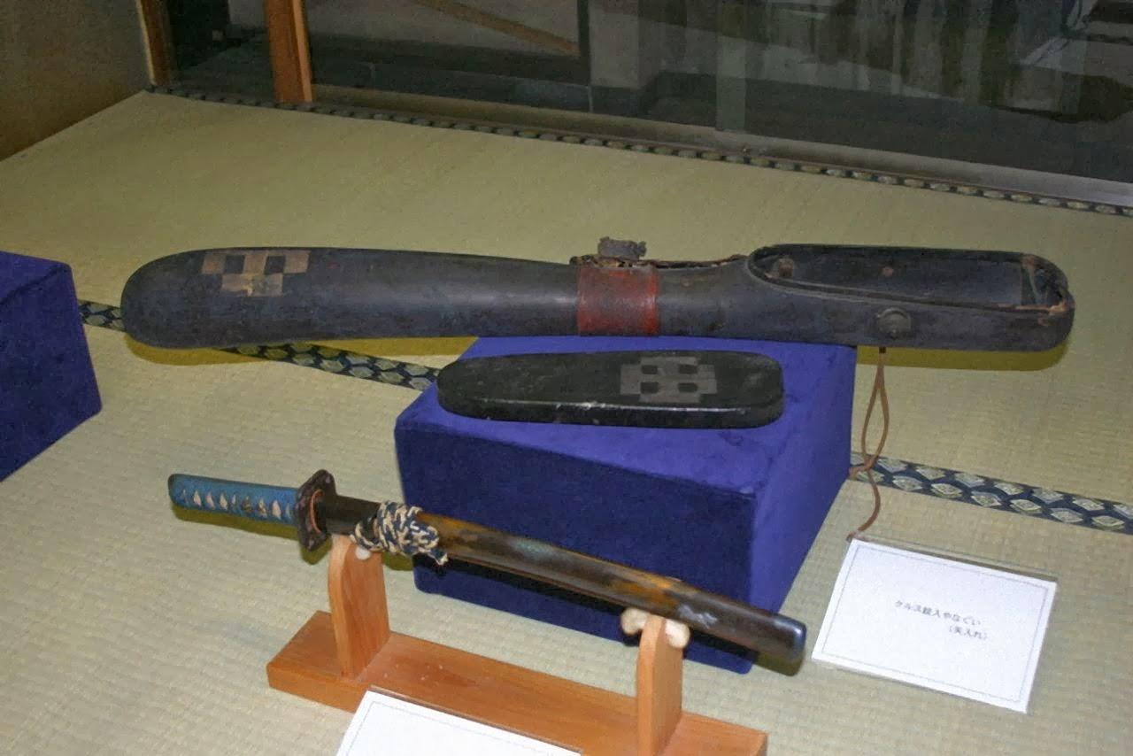 Espada de samurai com a Cruz gravada
