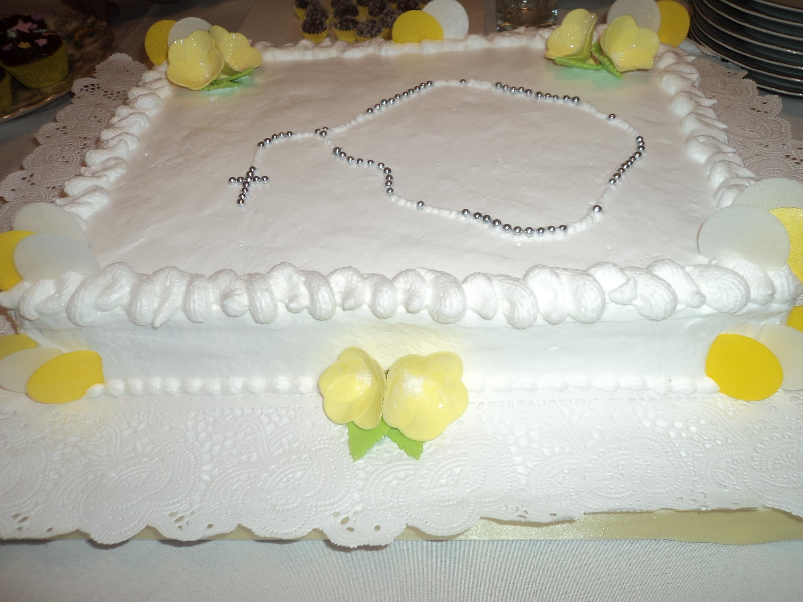 tortas de comunion decoradas con crema