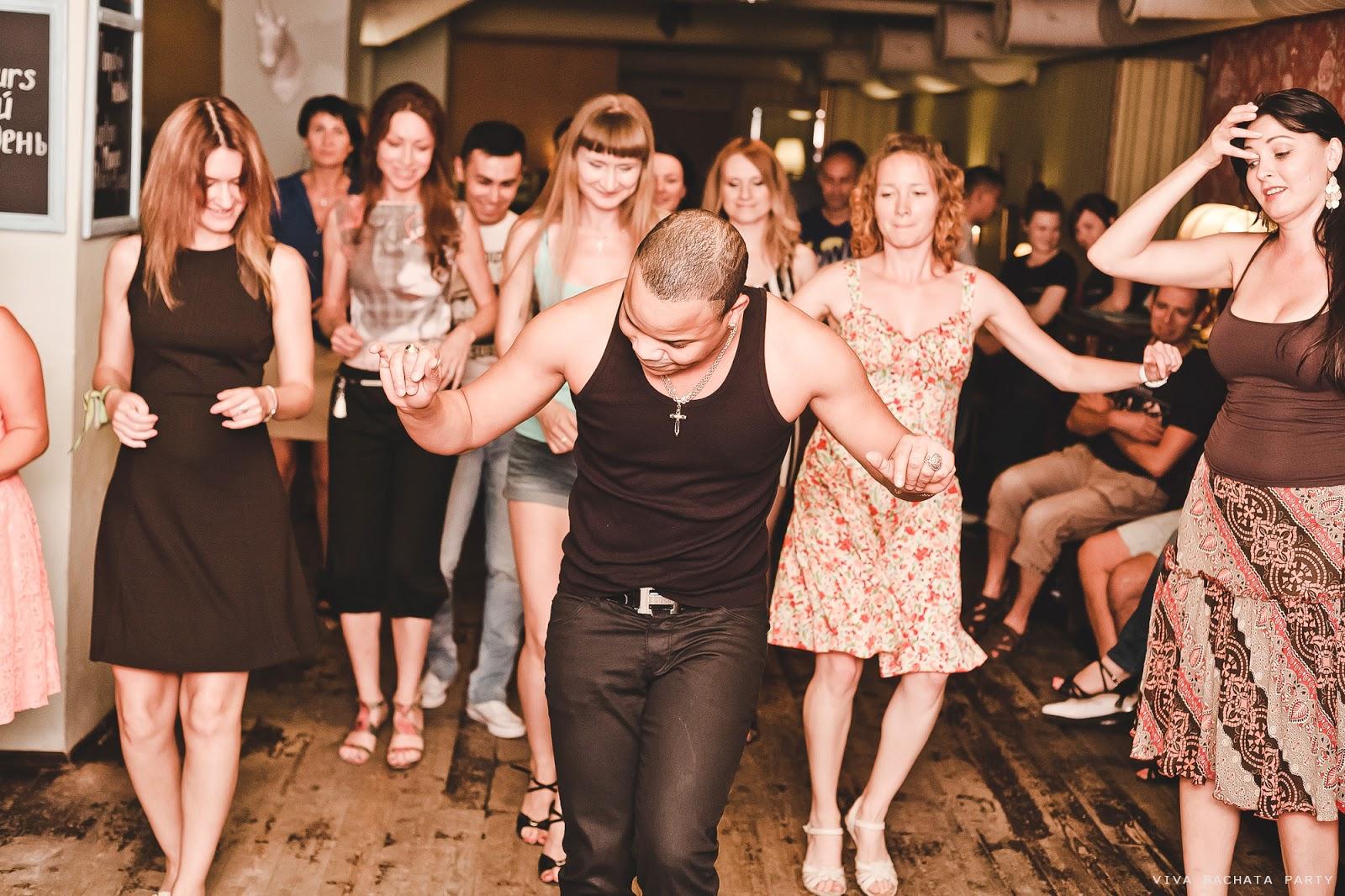 Танцует перед парнем 6 фотография