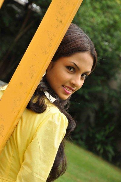 Shalini Tharaka hot image
