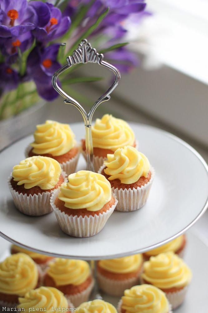 Keväiset sitruuna minikuppikakut