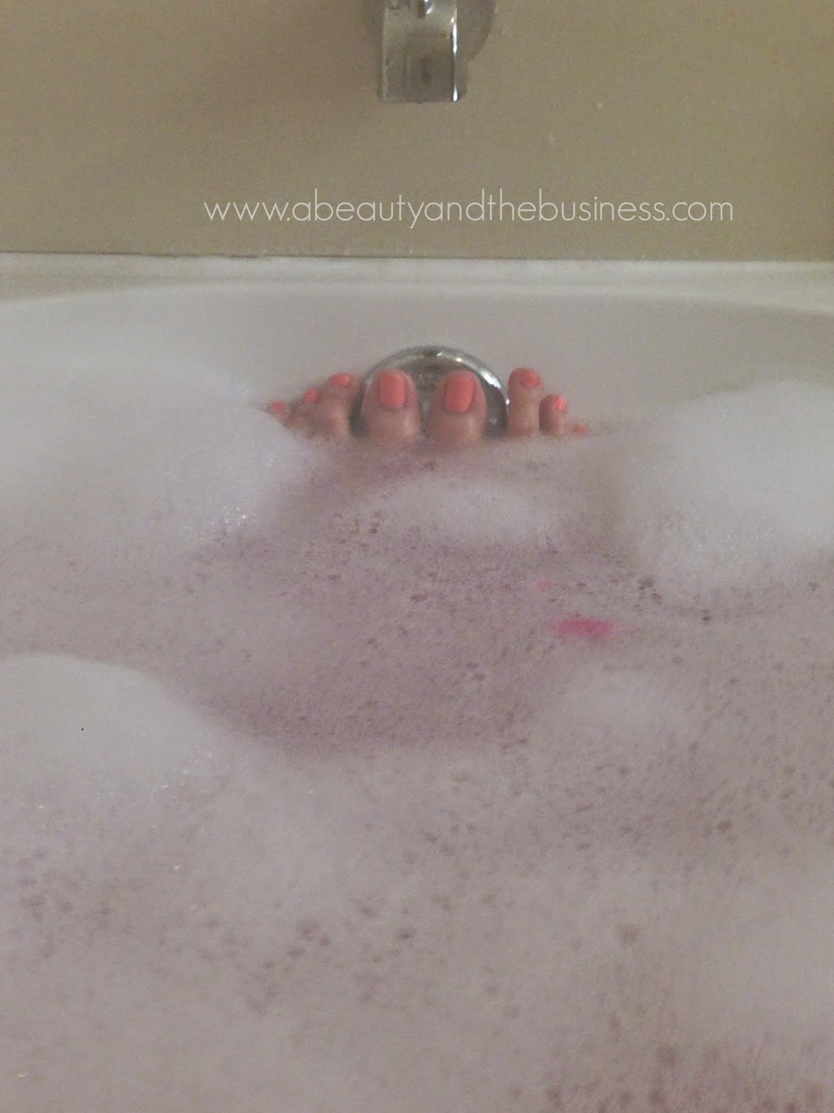 Lush Pink Bath Bomb and The Comforter Bubble Bar review, Lush Pink Bath Bomb, lush Comforter Bubble Bar, lush bubble bar, bubble bath