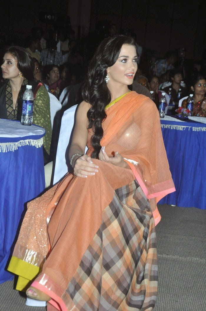 Amy Jackson :Amy Jackson Latest Hot HD Stills in Orange Saree (Photos/Pics/Images)