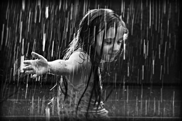 Kišni dan - Page 3 The_girl_in_the_rain_by_best10photos