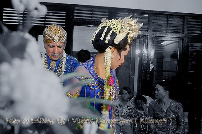 Louis & Rumi    Fotografer : Vishnu Darmawan ( Klikmg3 ) Fotografer Purwokerto