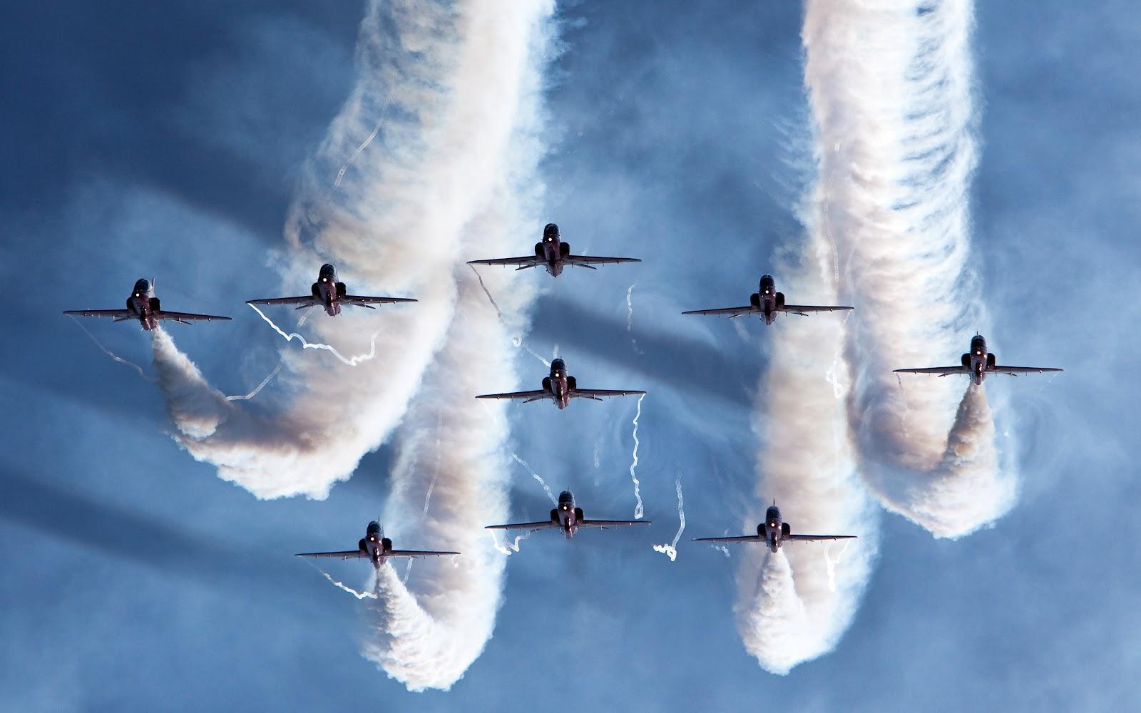 http://2.bp.blogspot.com/-yvqmMu__WZE/T8d-vnyzBpI/AAAAAAAABe4/T1gEE7bDoNI/s1600/royal_air_force_aerobatic_team-wide.jpg