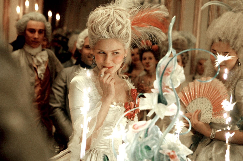 http://2.bp.blogspot.com/-yw04FpOK4RU/Tc41wMZkf9I/AAAAAAAABIE/0_q7tNxd1xI/s1600/Marie-Antoinette-kirsten-dunst-96152_1500_994.jpg