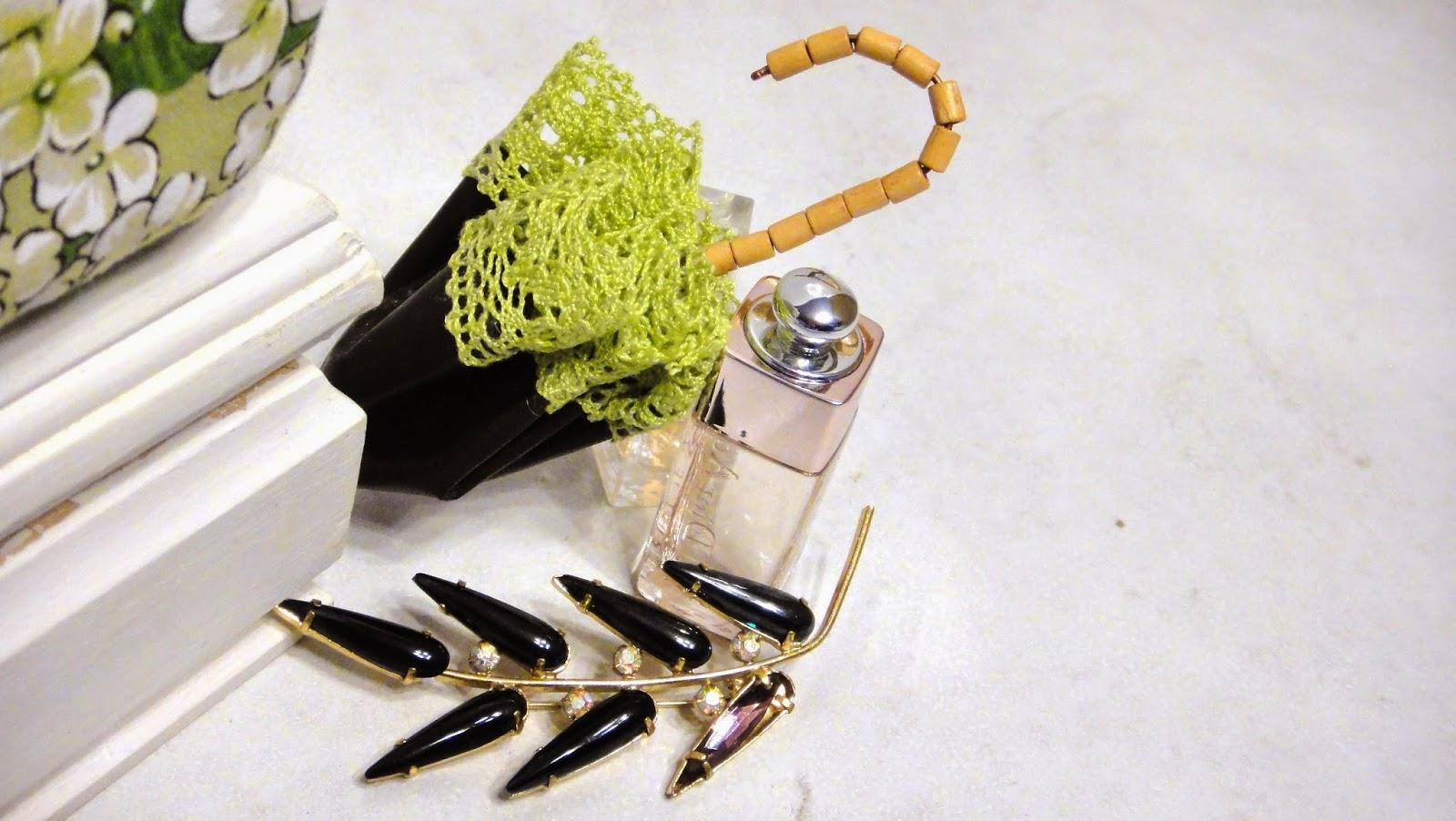 Брошь зонтик из натуральной кожи и кружева - романтический подарок девушке