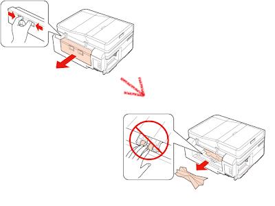 Удалить бумагу через заднюю крышку принтера