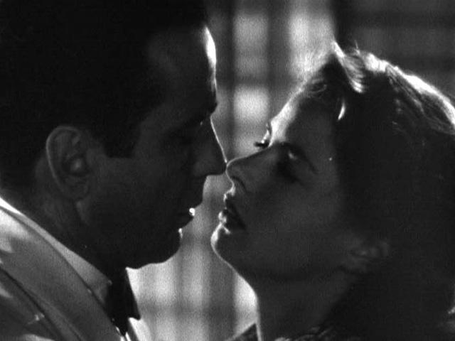 Una de las escenas amorosas de Rick y Ilsa.
