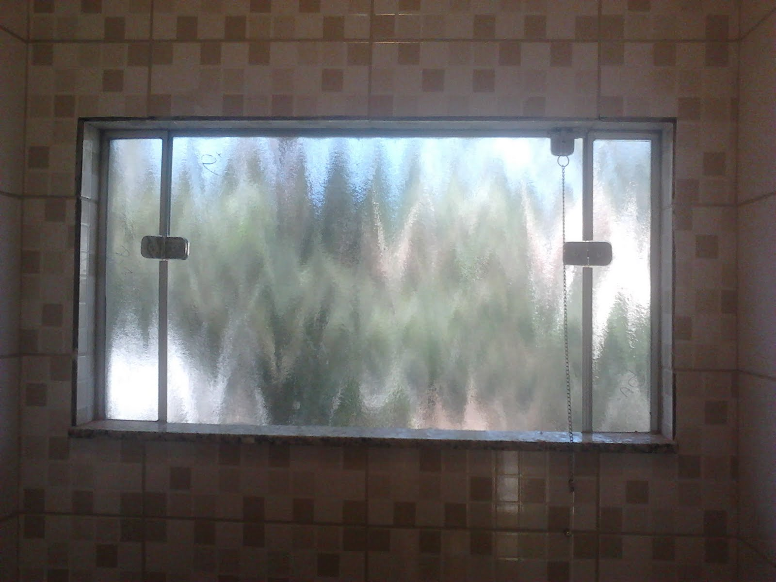 #4E6A7D FRANCO VIDROS TEMPERADOS: Obra em Ourinhos 218 Janelas De Vidro Para Banheiro