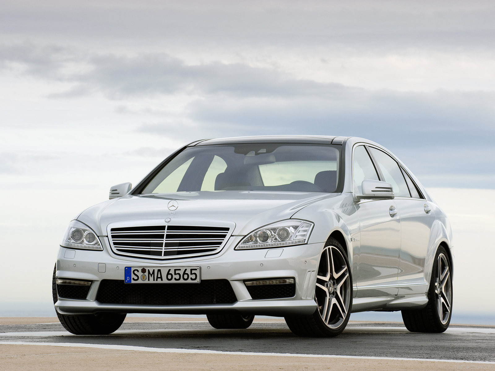 Hot car pictures gallery 2010 mercedes benz s65 amg for Mercedes benz s class amg 2010