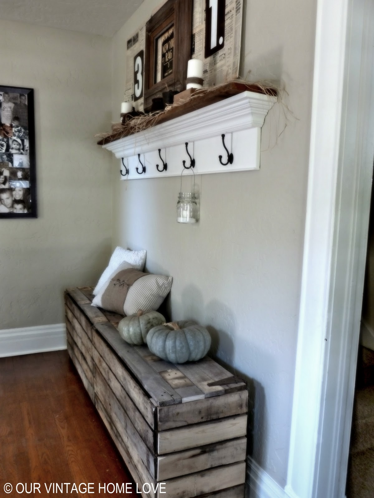 Rustic Hallway Wall Decor : Our vintage home love rustic pallet bench