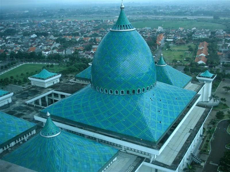 Kubah Masjid Nasional Al-Akbar di Surabaya