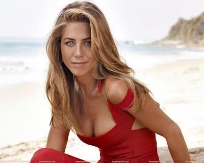 actress_jennifer_aniston_hot_wallpaper_in_red_FilmyFun.blogspot.com