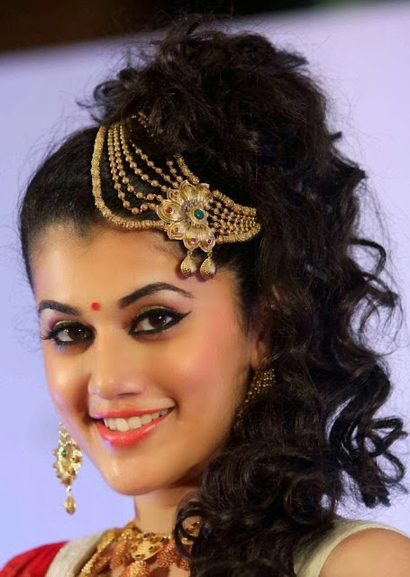 Tapsee Pannu at Azva Jewellery