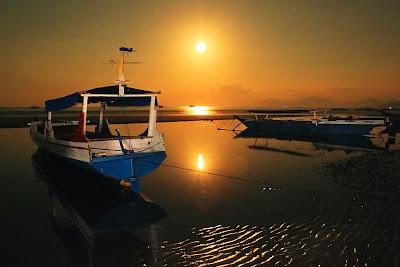 Bulan purnama di pantai Marapokot, Nagekeo