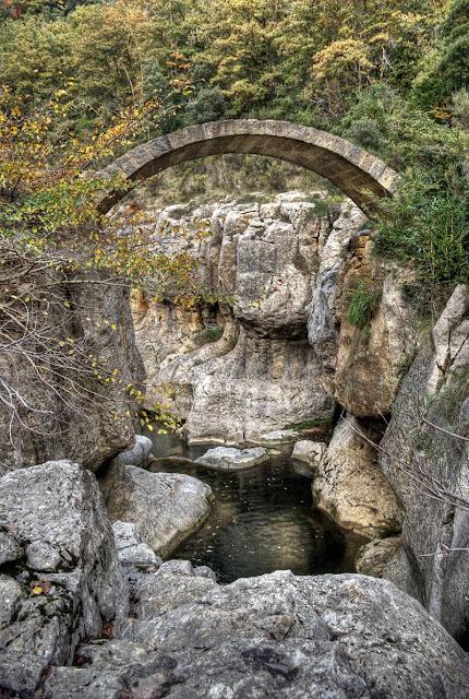 bugarach pont romain, photo pont de pierre, photo bugarach insolite, photo lieu insolite aude, rennes les bains, bubarach randonnée, bugarach blog, bugarach géologie, bugarach mystere, ruisseau de la blanque, photo hdr fabien monteil