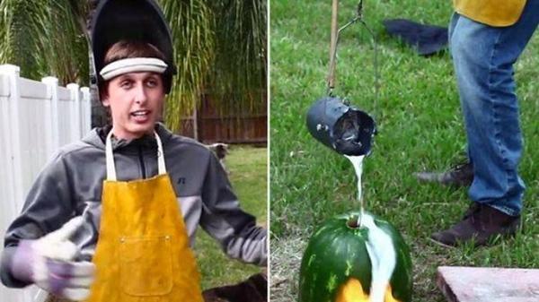 Eksperimen menuangkan lelehan aluminium kedalam buah semangka