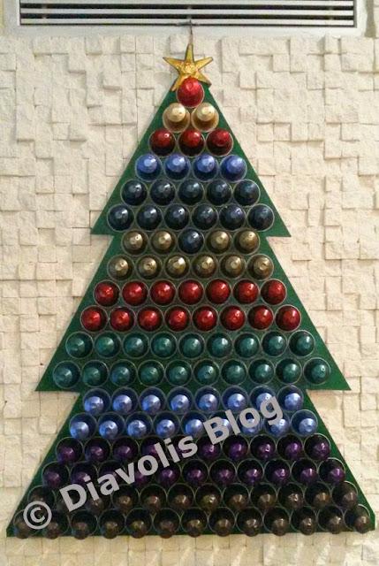 χριστουγεννιάτικο δέντρο με κάψουλες nespresso