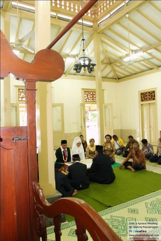 foto ijab kabul secara islami di masjid