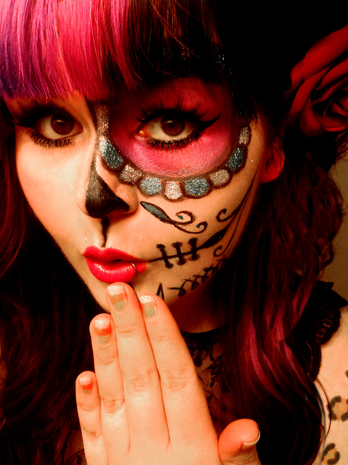 Sugar Skull Pin Up http://shannonshortcake.blogspot.com/2012/10/day-of-dead-sugar-skull-make-up-look.html