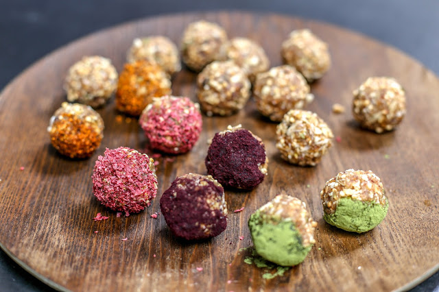 Beakfast bites/ Śniadaniowe kuleczki,gluten free, vegan,bliss balls, kaduna, baobab powder, berry powder, arctic berries,