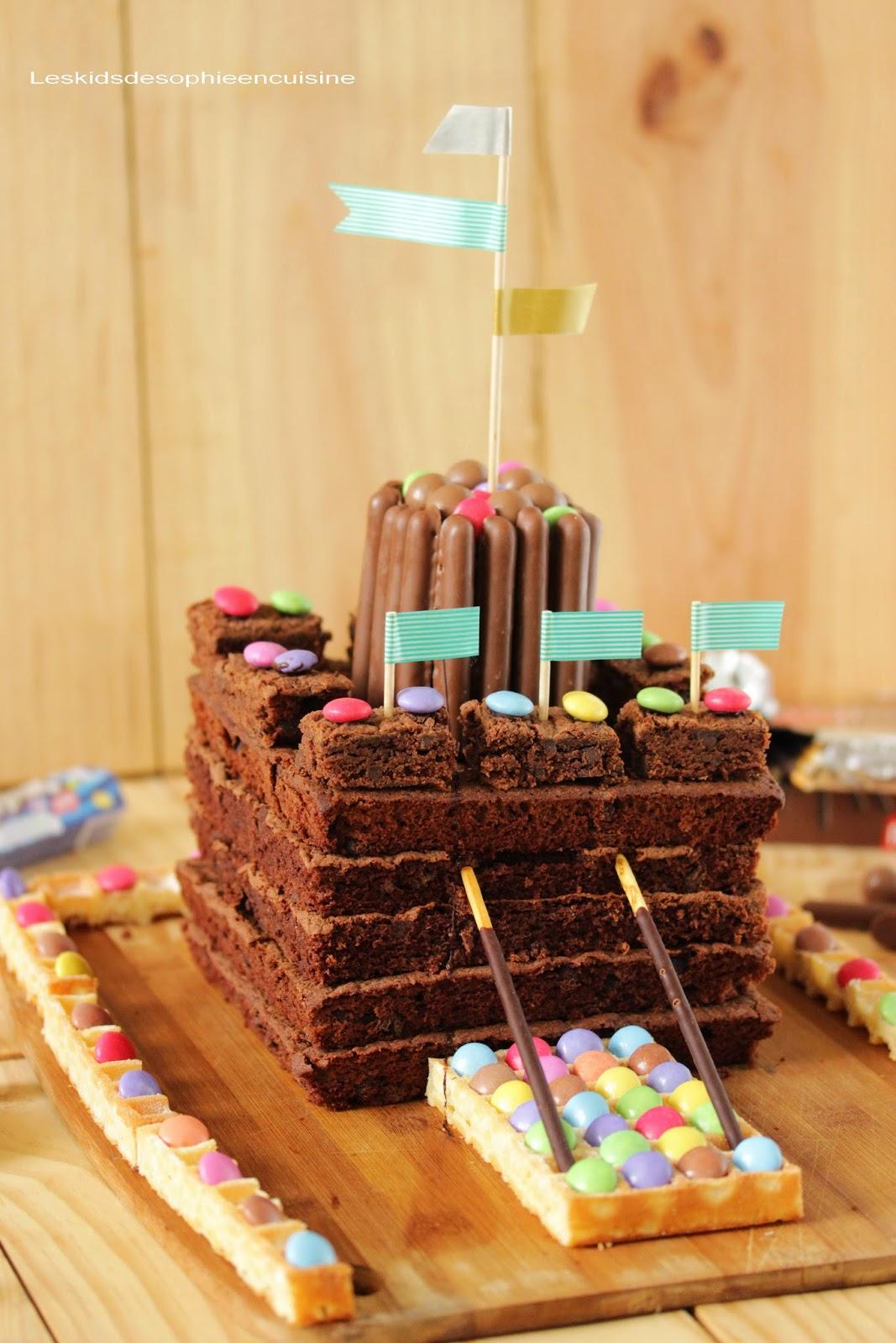 Les kids de sophie en cuisine g teau d 39 anniversaire le brownie ch teau fort r aliser en 20 - Gateau a faire avec enfant ...
