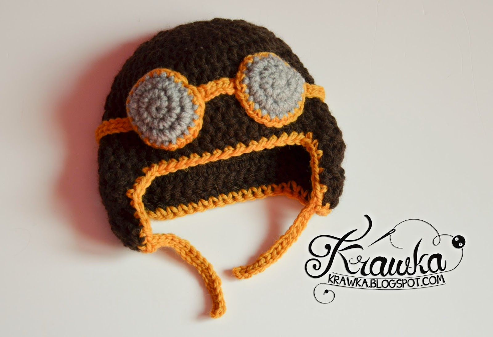 Krawka: Crochet aviator newborn hat. Props for a photo session of a newborn baby.