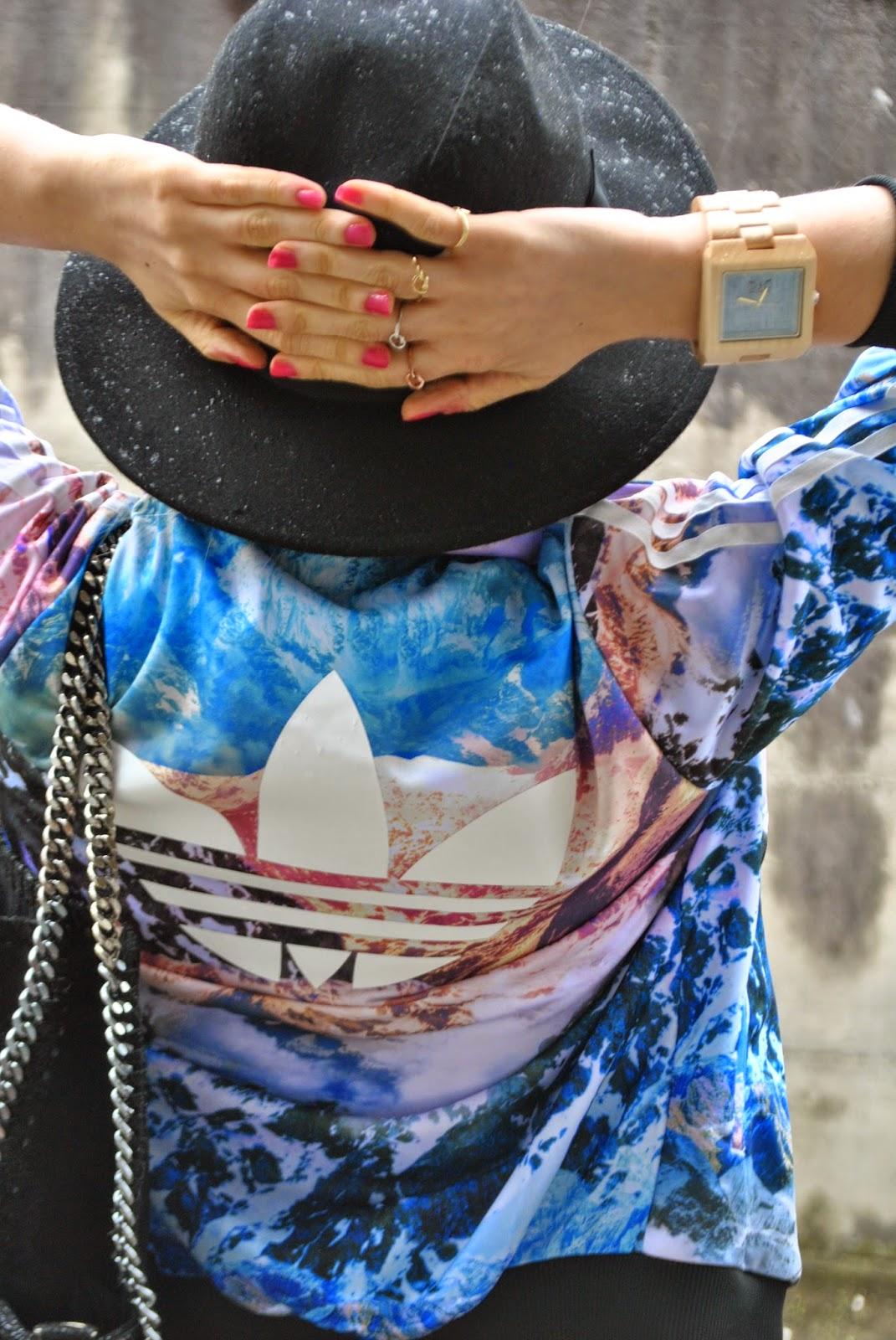 anelli majique orologio in legno gufo italy cappello fedora mariafelicia magno fashion blogger colorblock by felym come abbinare il cappello fedora abbinamenti cappello fedora outfit pioggia primaverile felpa adidas stampata outfit felpa adidas stampata con paesaggio felpa adidas outfit jeans e felpa outfit jeans e tacchi mariafelicia magno colorblock by felym mariafelicia magno fashion blogger outfit jeans e tacchi outfit aprile 2015 ragazze bionde outfit cappello fedora fedora hat adidas sweatshirt jeans and heels spring outfit outfit primaverili fashion blogger italiane fashion blog italiani blog di moda blogger di moda blondie blonde hair braid orologio in legno gufo italy falabella borsa nera outfit borsa nera outfit decollete nere