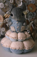 Wee Mouse Pin Cushion