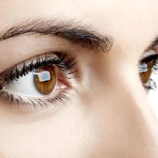 6 Cara Sehat Untuk Merawat Kulit Mata