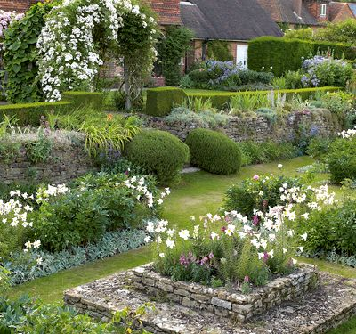 Ciao domenica kitchen gardens and culinary heroes for Gertrude jekyll garden designs