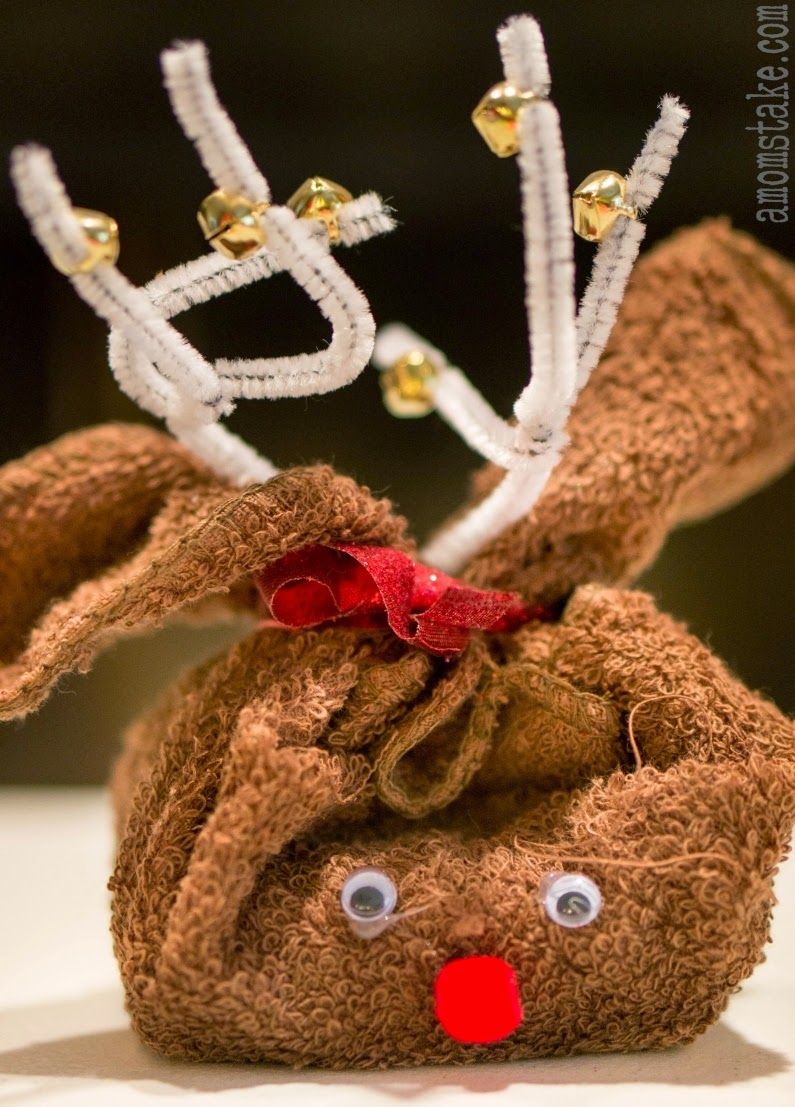 http://www.amomstake.com/2014/11/reindeer-towel-easy-homemade-christmas-gift/