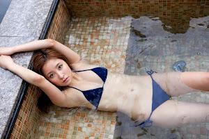 Aya Kiguchi sensual bajo el agua 8