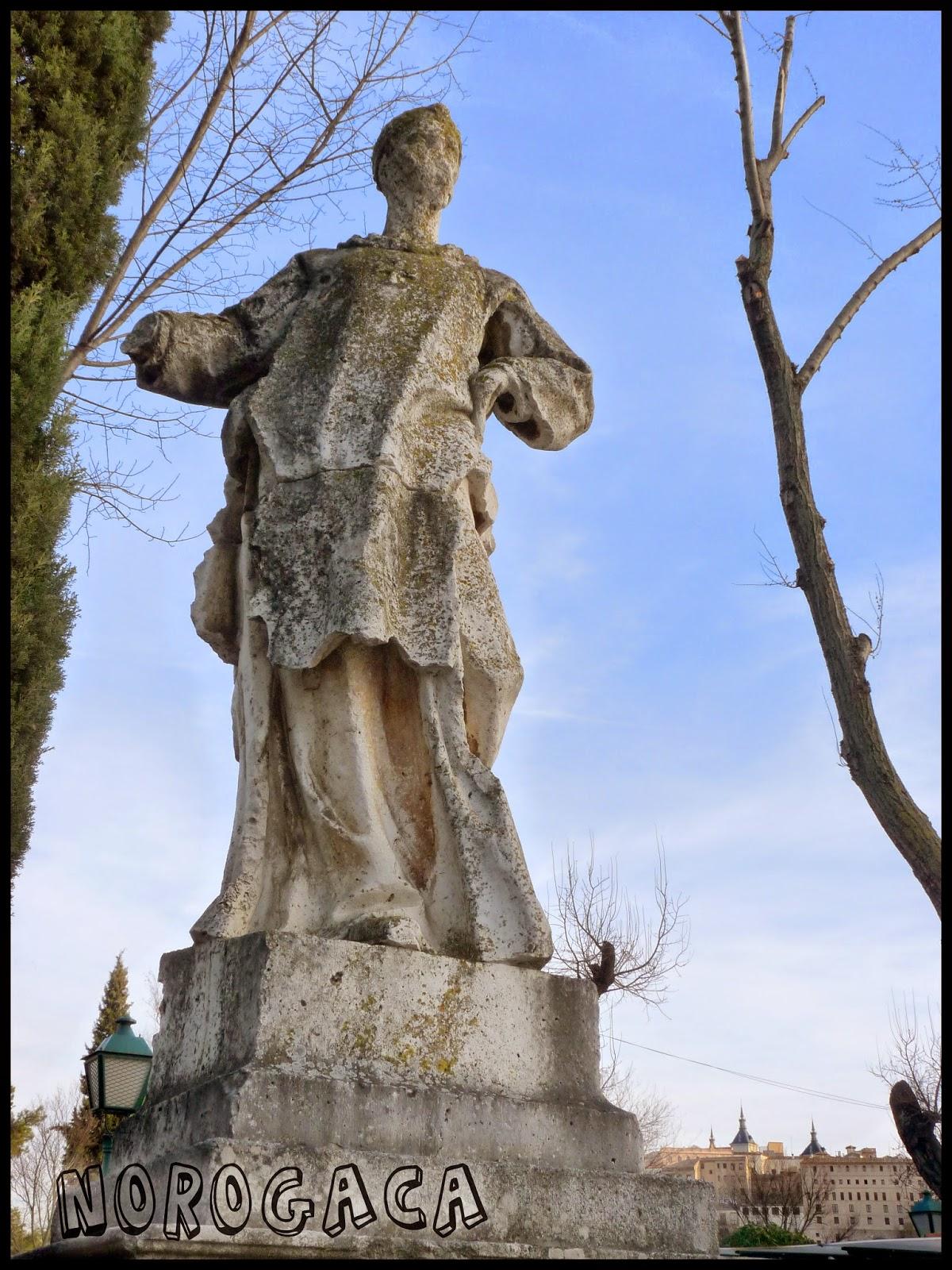 Estatua de Wamba en el paseo de Merchán.